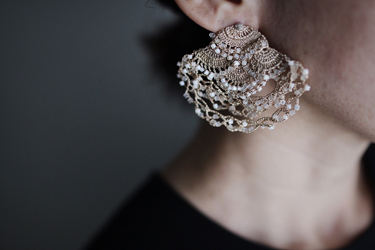 繊細にビーズを紡ぎ上げる《fua accessory》の東京初個展が開催 – 恵比寿