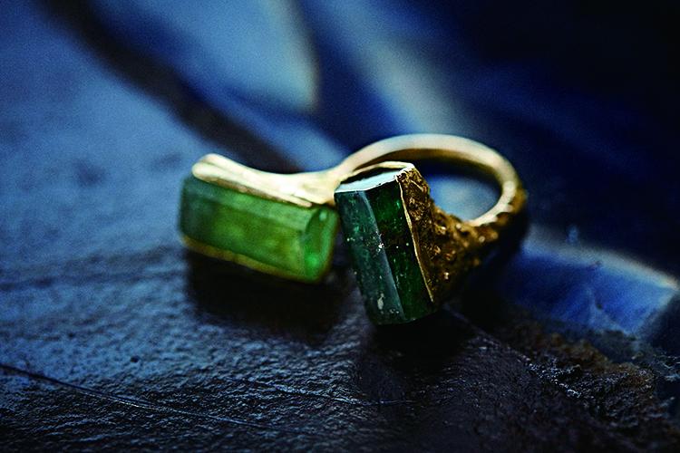 六角柱の結晶、エメラルドに魅せられて《Honoka's Emeralds》インタビュー
