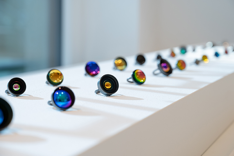 常に変化する光の色彩《JIRO KAMATA》Exhibition『HOLON』開催 – 恵比寿